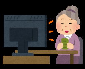 テレビを見ているおばあさん